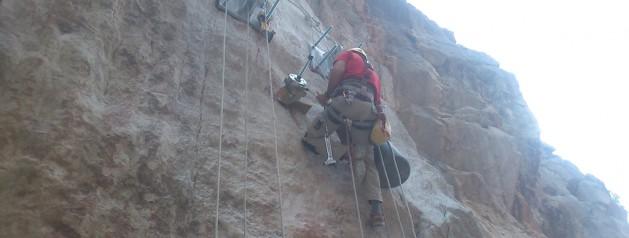 Control de calidad de los materiales y pruebas en la restauración del Caminito del Rey.